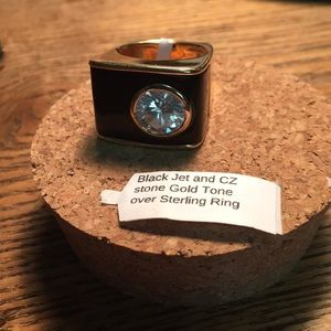 Jewelry - Cocktail ring, Size 8.